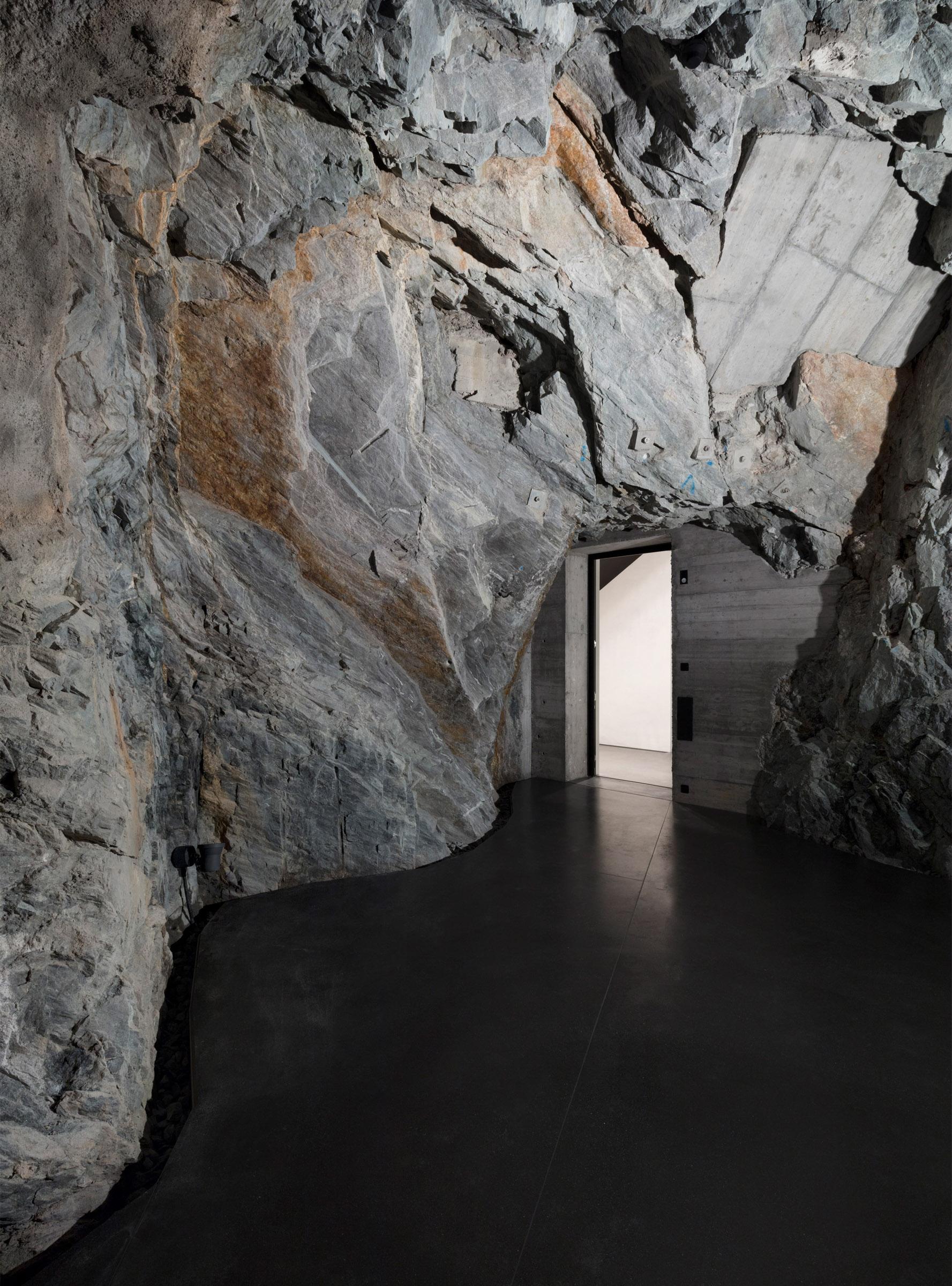 muzeum-susch-chasper-schmidlin-lukas-voellmy-subterranean-museum-architecture-switzerland_dezeen_2364_col_16